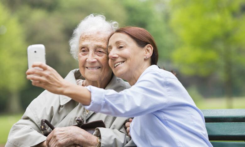 كيفية العناية بكبار السن